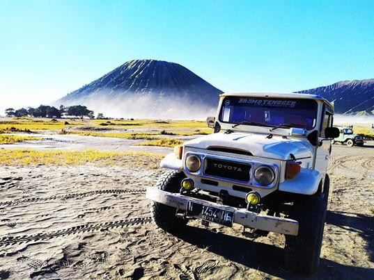 An off-road vehicle used in Mount Bromo Sunrise Tour Day 03.