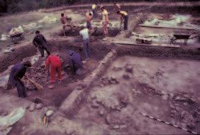 This caused future excavations (1981 1991) to ex tend the excavation to the east and encompass a large part of the settlement on the Bulgarian side of the border. During 1981 Ing. P.