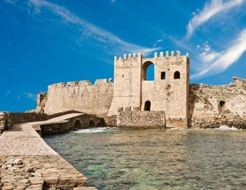 Day 5: Finikounda Methoni - Pylos Today, you leave Finikounda and taking the mainland road you arrive in Methoni. The medieval castle of Methoni is brilliant and you should definitely visit it.