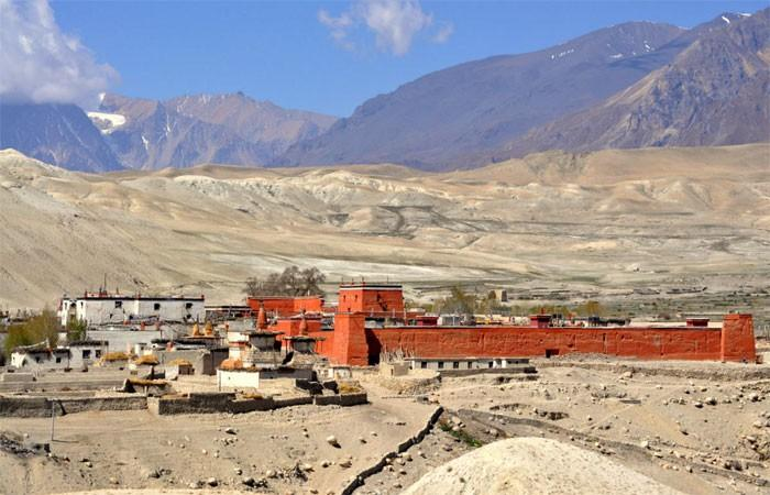 Now we get the chance to explore the fascinating Lo-Manthang with it s centuries old Gumba, Royal Palace, inhabited caves, museum and ancient Buddhist ways of life.