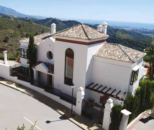 EXQUISITE INDIVIDUAL HOMES Tucked away in the folds of the Sierra Bermeja mountains, Benahavís Hills benefits from expansive panoramic views across the