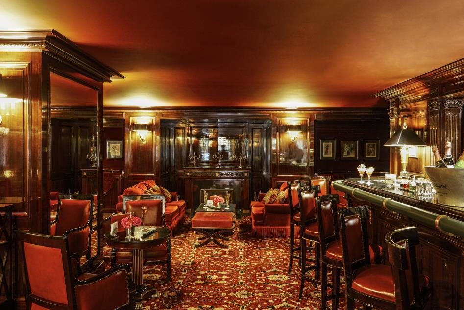 One of the French capital s most famous bars, this unique place embraces its guests in a timeless atmosphere where mahogany furniture brushes shoulders with leather armchairs, the legendary bar and