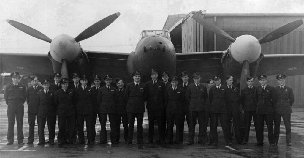 Something to Remember Part 4 No 94 Squadron aircrew from No 5 OTU s No 27 Mosquito course (c/o Alan Middleton) ganisation.