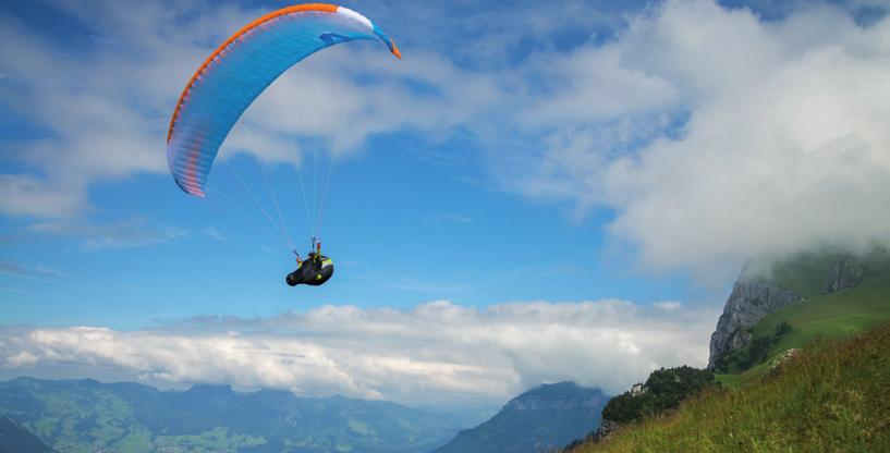 ACTIVE FLYING Active flying means flying in harmony with your paraglider.