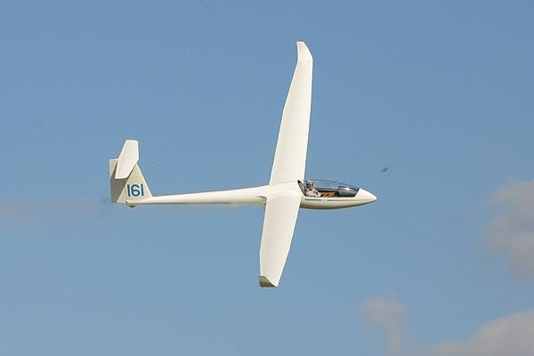 For a beginner in gliding the Introduction to Gliding Course immerses you in the gliding world.
