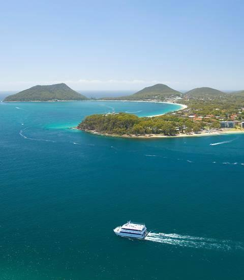 marina and National Parks. Nature is the center of all that is Port Stephens and is the perfect escape from cosmopolitan Sydney.