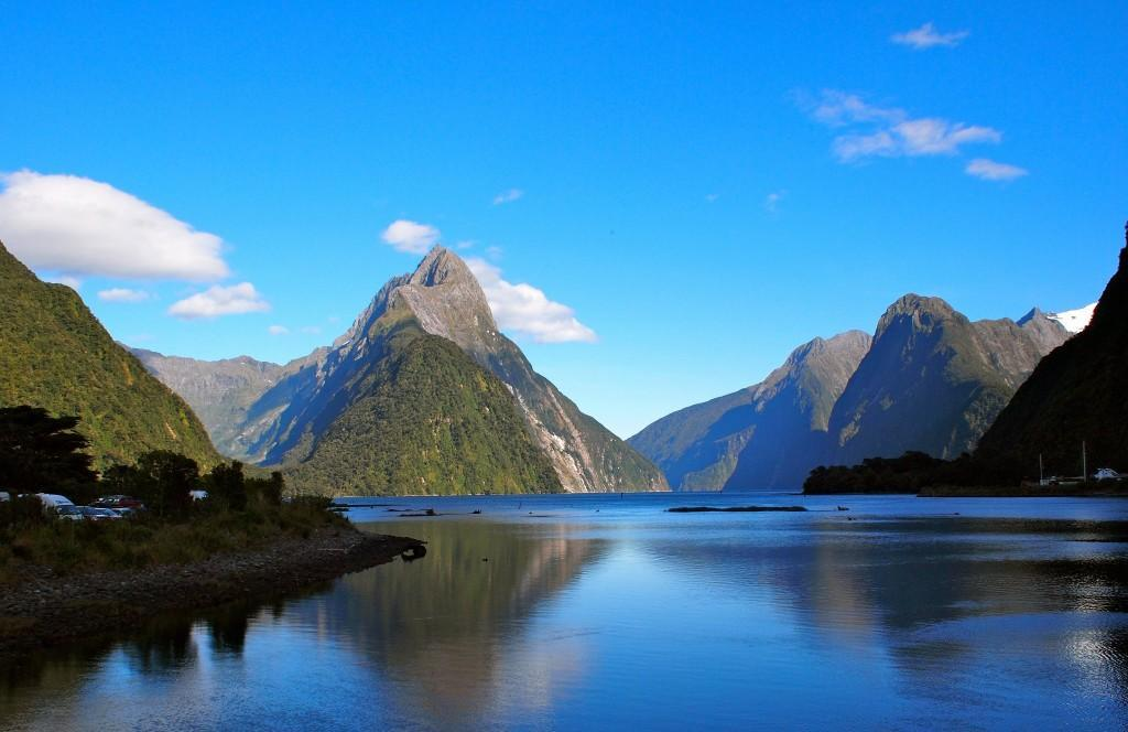 Thu 16 MILFORD SOUND EXCURSION (B,L) Breakfast at your hotel. 7.30 am Depart early this morning and travel around Lake Wakatipu and through Te Anau and the Fiordland National Park to Milford Sound.