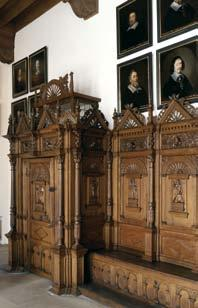 Masterpieces of carving The panelling on the long sides of the room was created in 1577 on the basis of a uniform concept.