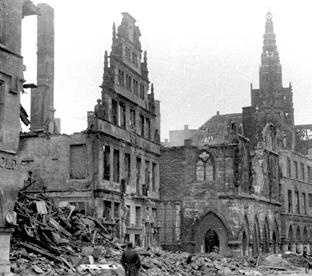 Destruction during the war and reconstruction On 28 October 1944, during an Allied air raid, several incendiary bombs hit the town hall.