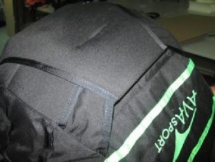 RLS to the neoprene cover as sown on the picture: Attach the left riser of your paraglider to the left