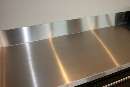 Item B-1.32 Worktops, stainless steel Tops for working space where stainless steel type is required. 1) Manufactured from high quality highly resistant stainless steel, at least 12 gauge steel.