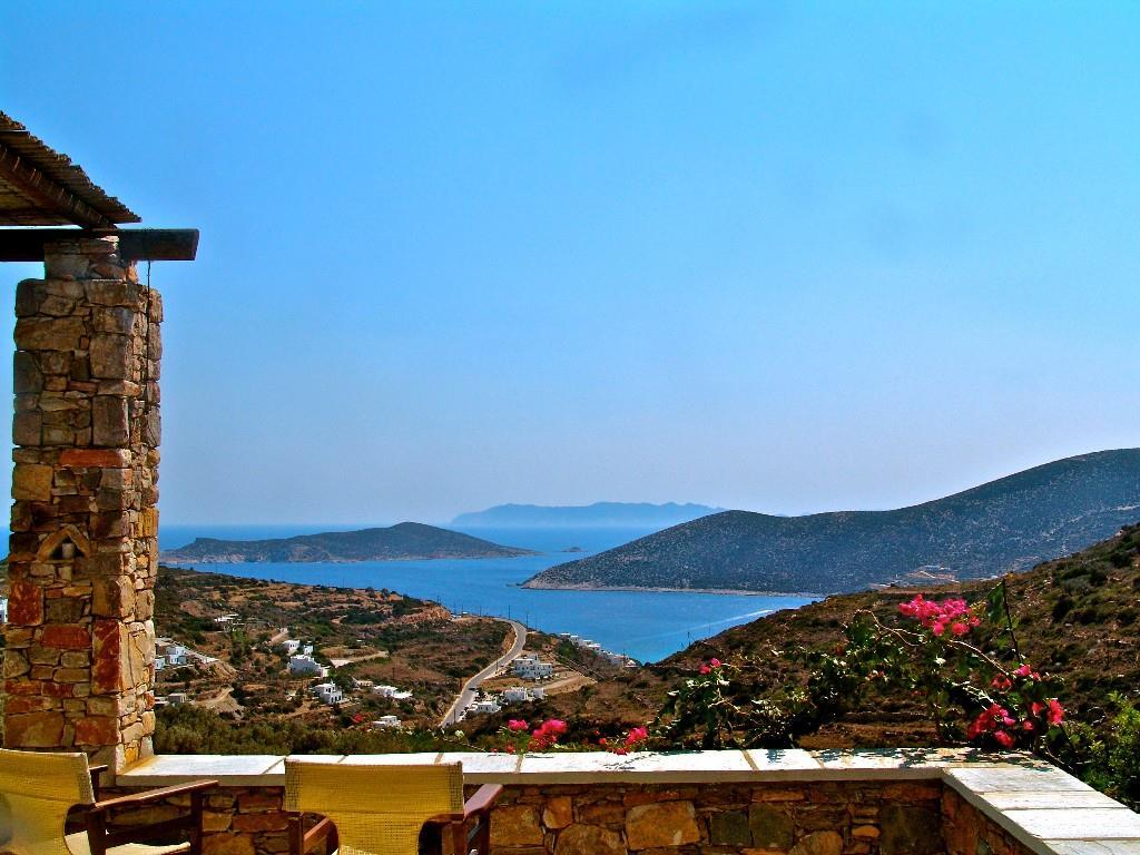 Our amazing Villa is on the majestic island of Sifnos, on a hilltop overlooking the Aegean Sea.