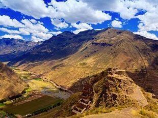 Day 2 TRANSFER THE SACRED VALLEY & TOUR Rise early to transfer from Lima to Cuzco, the former Inca capital.