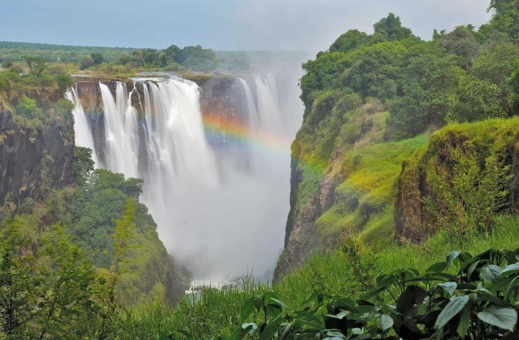 Zimbabwe Zimbabwe is blessed with such diversity and beauty that it is sure to fulfil the dreams of any traveller