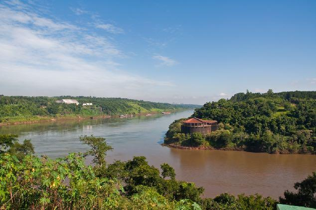 It flows about 2,621Km from its headwaters in the Brazilian state of Mato Grosso to its confluence with