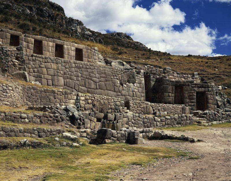 Inca Rise to Power Quechua-speaking clans, or ayllus, living near Cuzco, an area under the influence of the Huari gathered in Cuzco under the Inca leader Pachacuti Pachacuti s son, Topac Yupanqui,
