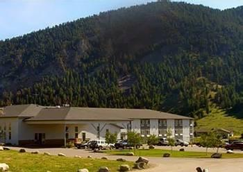 ADDITIONAL HOTELS IN BIG SKY From big to small...big Sky has something for everyone SHOSHONE CONDOMINIUMS Shoshone combines the service of a hotel with the comforts of a condo.