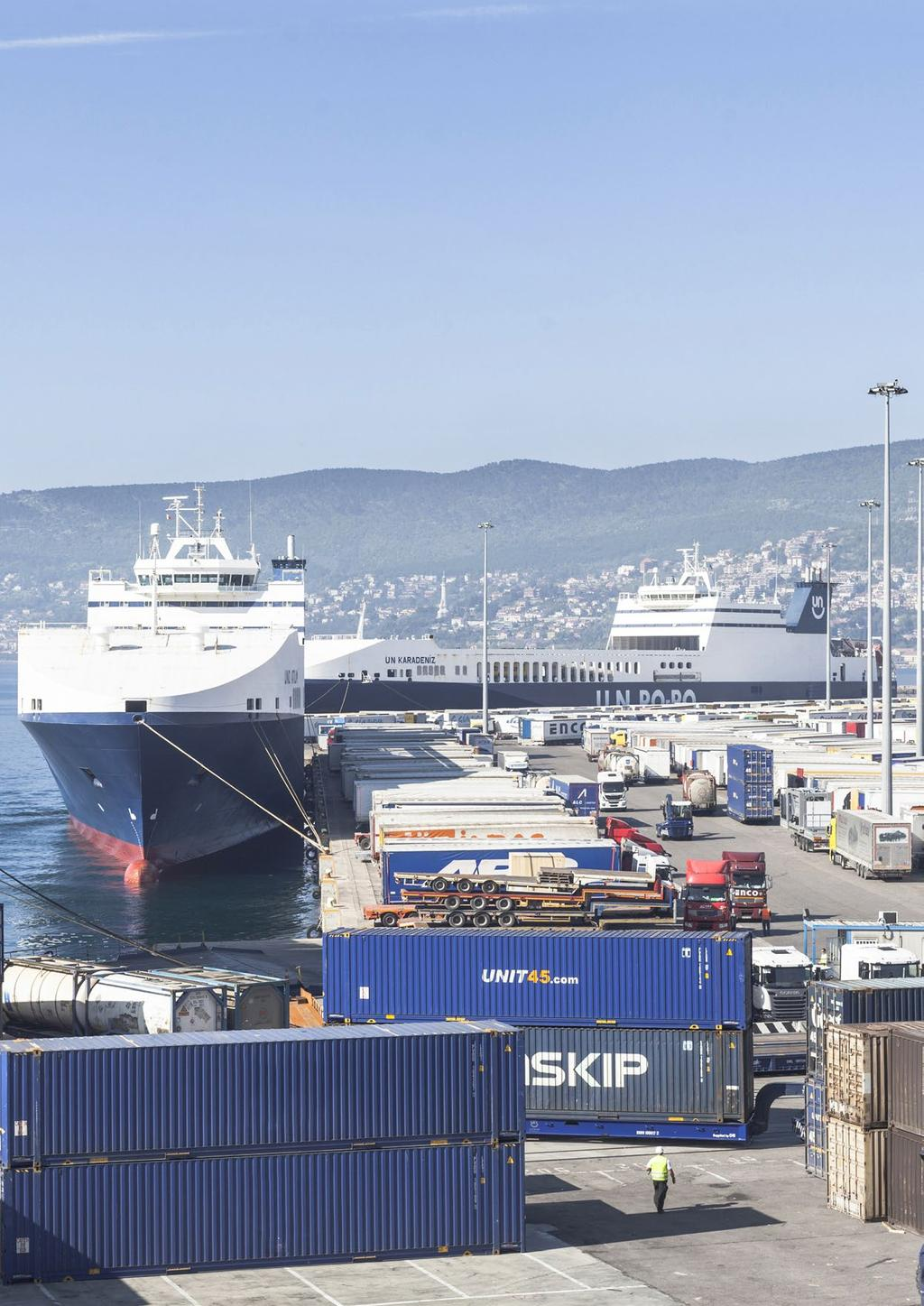 Port of Trieste 12 Port of Trieste 13 Figures Statistics 2016 January / December 2015 2016 % Total tonnage 57,132,878 59,237,193 3.68% Liquid bulk 41,286,761 42,756,341 3.
