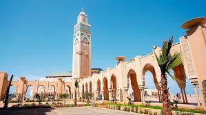 Panoramic tour of the red city, the Menara gardens, the Saadian Tombs (16th century), El Bahia Palace, the Jewish quarter and the Koutoubia Minaret.