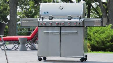 3 stainless steel burners. Stainless steel cooking grates and Flavorizer bars. 12,000 BTU side burner; 10,000 BTU sear station. 2 stainless steel work surfaces. Enclosed steel cabinet.