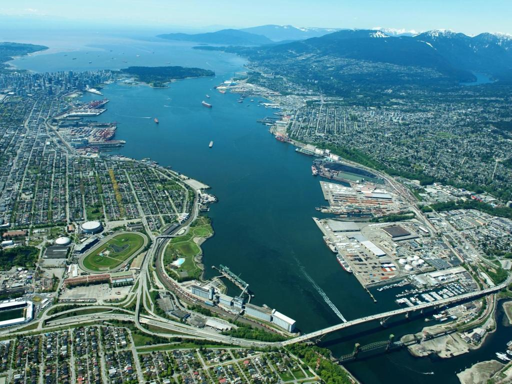 PORT METRO VANCOUVER CONTEXT Canada s largest gateway to the Asia- Pacific region 4 th largest tonnage port in