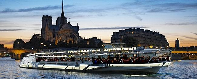 18.00 Bateau Mouche 1hr 15mins This boat operates along the main