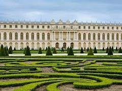 DAY 5: PARIS/ VERSAILLES (Wedesday) Enjoy breakfast with your group at the hotel. Today, take the RER train to Versailles.