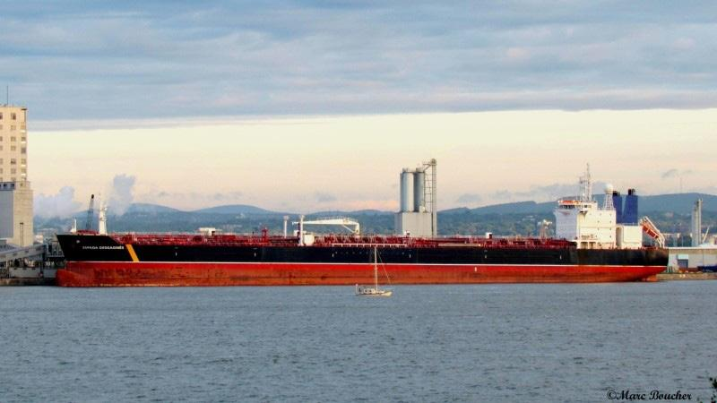 A new oil shipping service is now operating on the St. Lawrence River, between Quebec and Montreal.