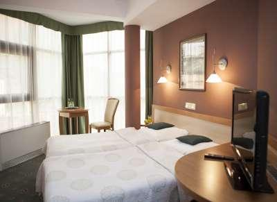 The hotel offers air-conditioned rooms with a minibar and free WiFi.