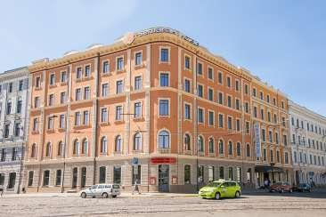 The hotel has 119 well appointed rooms, brasserie Astorija and a wellness centre