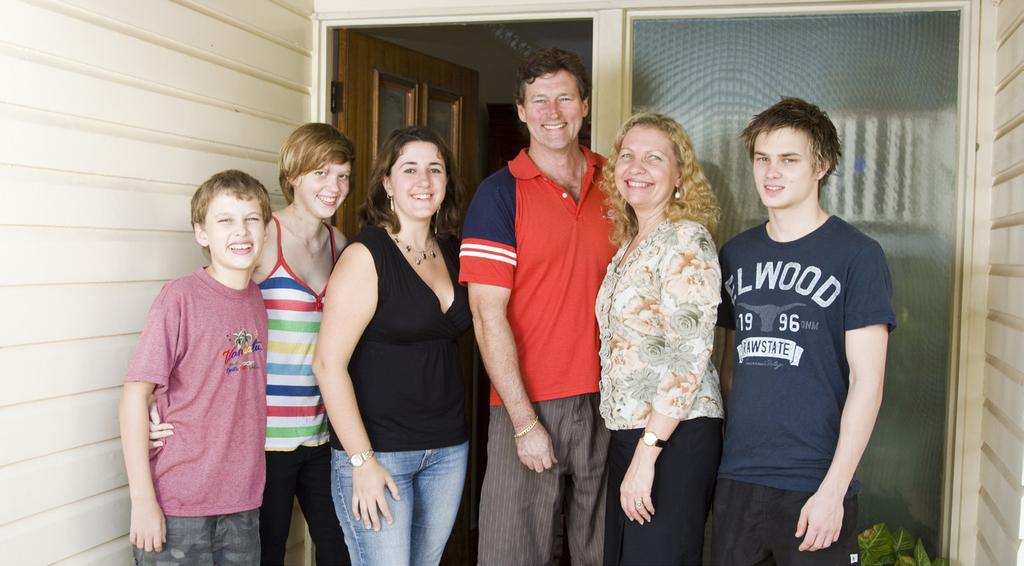 WELCOME TO HOMESTAY Living in a homestay is a great experience, and this guide will help you to enjoy living with a homestay family in Australia.