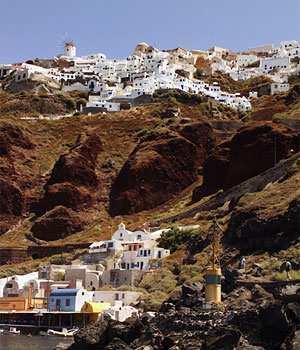Blue Domed Churches of Santorini: Tholos area Oia settlement stands high above Ammoudi port Architecture In Oia there are two types of dwellings, the cave houses dug into the volcanic rock on the