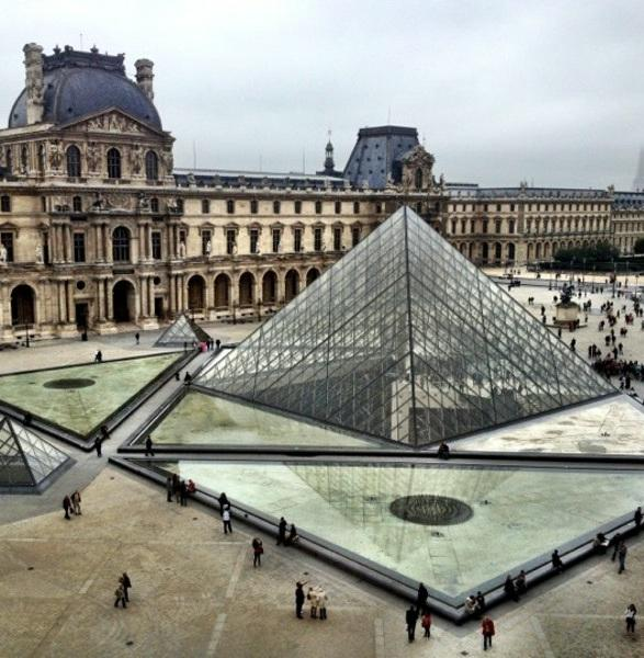 With your tickets in had it's time to visit the Louvre Museum. Most visits take between 3 and 4 hours.