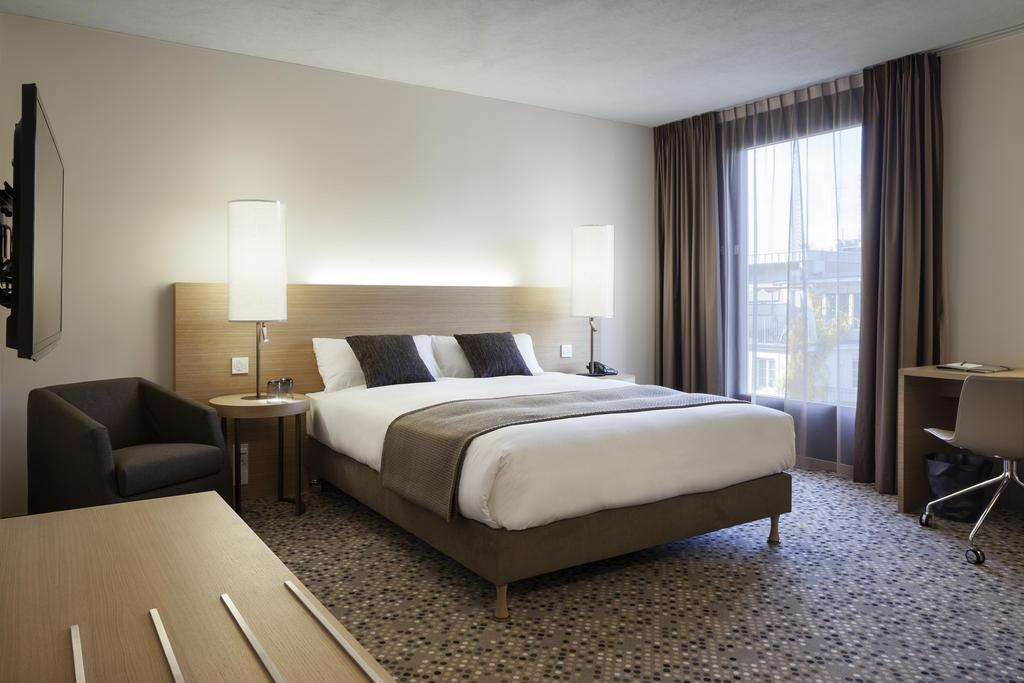 SWISSÖTEL BASEL 4* Single room/per night including breakfast 280 (CHF 325,- ) Double room/per night including breakfast 301,50 (CHF 350,- ) The hotel provides 238 spacious rooms and suites with
