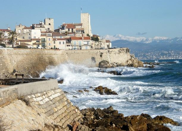 Cap d'antibes is a small piece of paradise that you can visit by taking the marked path that follows the coastline and brings you into an immense park.