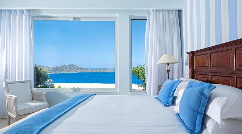 The two bedrooms of Elounda Villa are decorated with classic simplicity, each boasting a wonderfully comfortable king size bed and a luxurious en suite bathroom with a tromp l oeil hand-painted