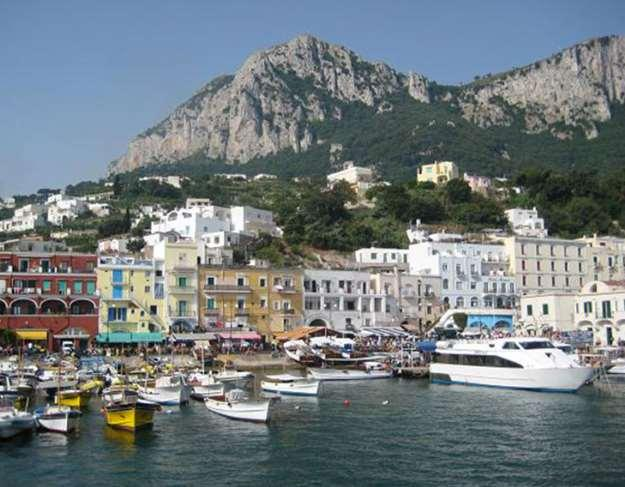 Italy - Walking Along the Amalfi Coast 2018 Individual Self-Guided Hiking Tour 8 days / 7 nights 2 different programs to discover the Amalfi Coast, Naples, Pompeii, the Vesuvius Naples and its