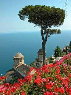 Itinerary D - Naples, Capri, Pompei, Minori and the Amalfi coast 8 days / 7 nights Deluxe Category Day 1: Napoli Individual arrival in Napoli.