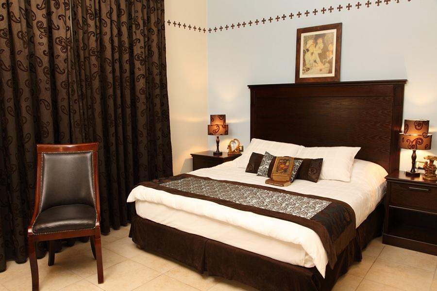 ACCOMMODATION AMMAN HISHAM HOTEL Hisham is a four star boutique hotel, conveniently located in Amman s business and diplomatic district, within walking distance of the old city and its historic