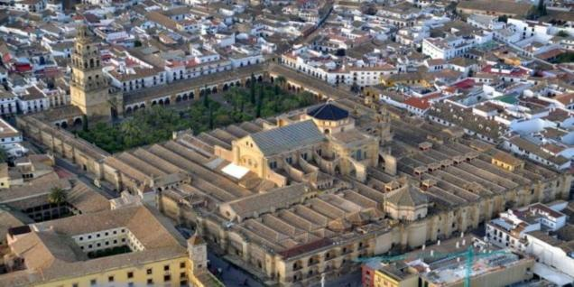 tour. Lunch and visit of the great mosque of Granada and walk through the Albaicin, the legendary old neighbourhood.