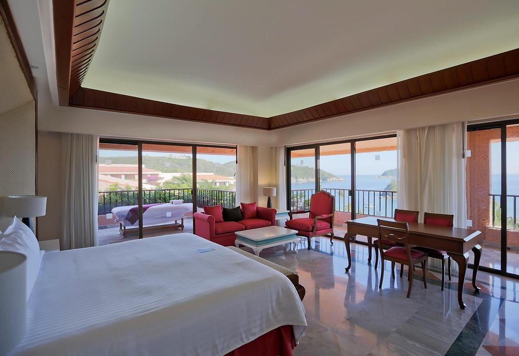Rooms PRESIDENTIAL SUITE PREMIUM LEVEL Created for guests who want luxury and comfort in a warm and elegant atmosphere that features spacious areas, a living room with a 60 TV, a dining room with a