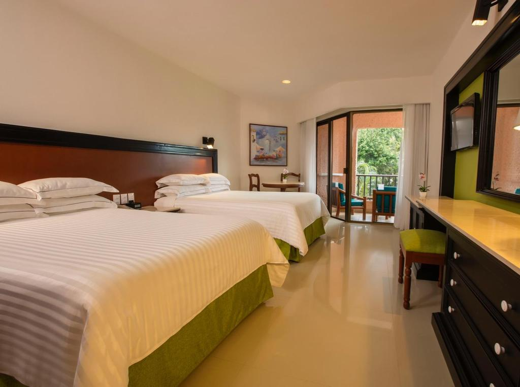 Rooms DELUXE Deluxe rooms combine comfort and convenience in a completely renovated setting that features the best views of the gardens or pools from a private balcony or terrace.