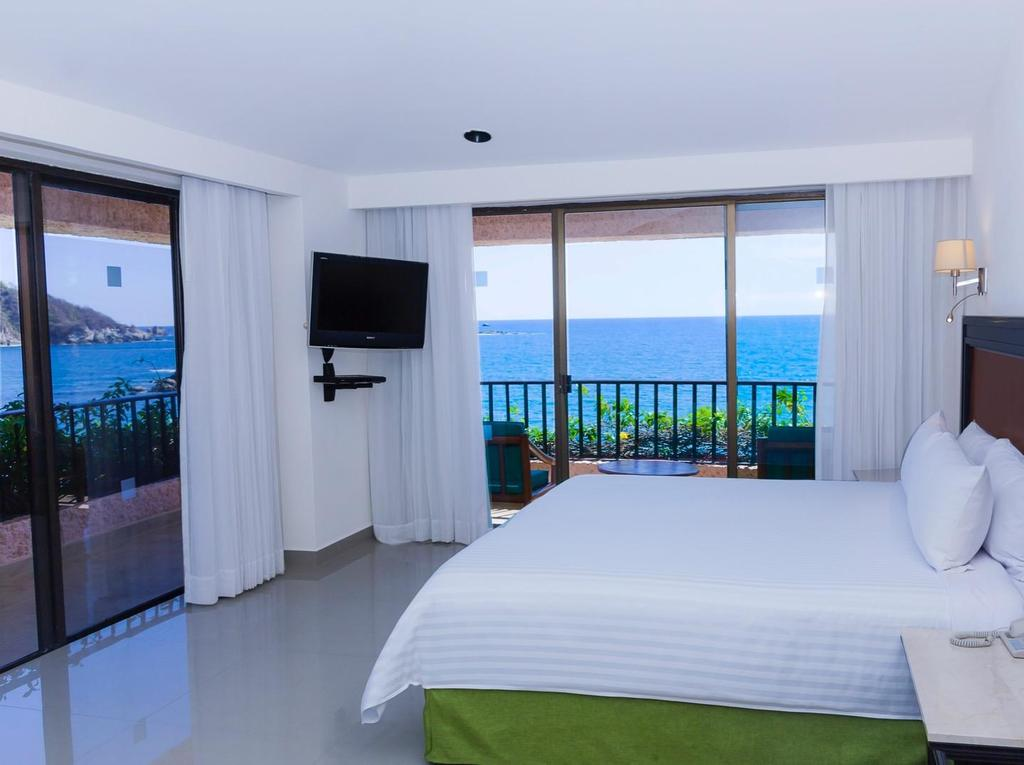 Rooms DELUXE PREMIUM LEVEL WITH FRONTAL SEA VIEWS Enjoy the maximum comfort of a 35.6m 2 space that features frontal sea views, large terraces with hammocks, and all the Premium Level benefits.