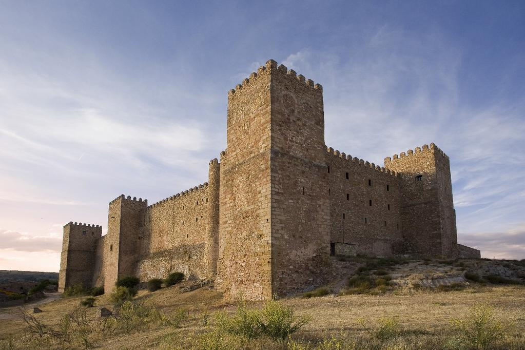 Catedral de Santa María de Sigüenza Built in the XII century as a fortress for defense, this stunning monument part of the medieval monuments of Sigüenza is the first thing you want to visit in this