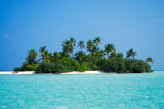 Rhihveli Baby Island (Bird Island) in the lagoon - Image Courtesy of Asia Pacific Superyachts Maldives Arriving Superyachts start their adventure at the Capital island of Malé, lying north and