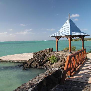 FAMILY LIFESTYLE BEACHFRONT RESORT CALODYNE MAURITIUS Seaview Calodyne is nested in the North