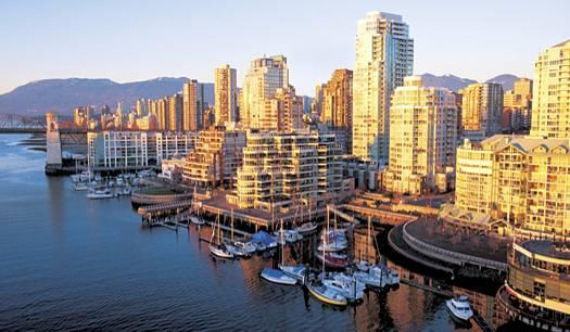 Accommodation in Vancouver Vancouver The city of Vancouver is located between the snow-capped coastal mountains and the Pacific Ocean.