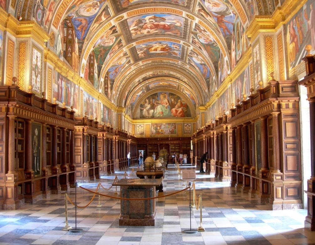 HALF DAY EL ESCORIAL The charming town of El Escorial is situated 30 miles north of Madrid.