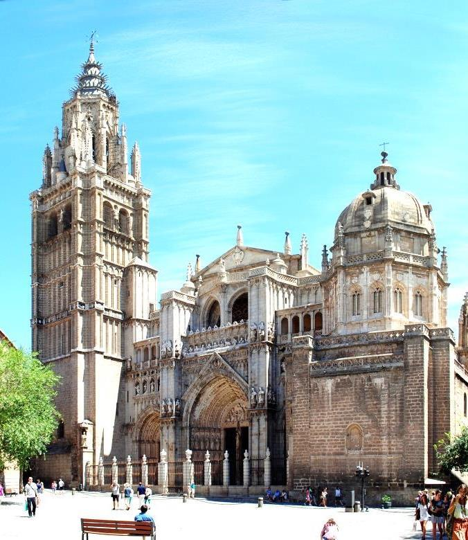 You can visit several collections of art in the Sacristy, the Chapter House, the Choir and the Main Chapel, featuring major artists such as Goya, Tizian, Zurbaran, Rubens and Rafael; The tour