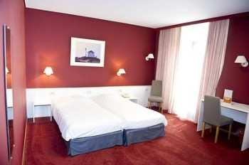 twins and 4 doubles Single use : 90 euro Hotel Louisa - Small
